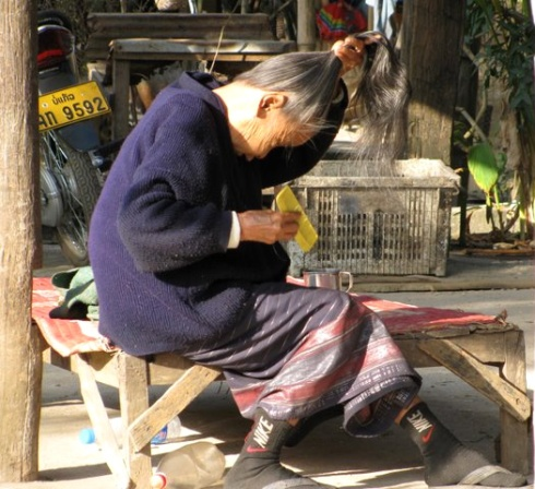Combing, Houay Xai, Laos
